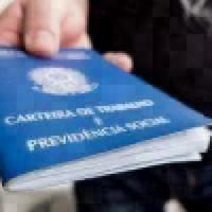 Brasil tem desemprego de 12,5 no tri até abril, diz IBGE