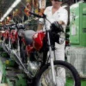 Empresários da indústria estão mais confiantes, diz CNI